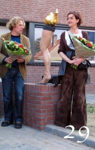 Lopend vuurtje  2009 vGtO Rene Oudenhoven Terry van Gurp in opdracht voor de Woonstichting Gendt bij opening Essenpassage